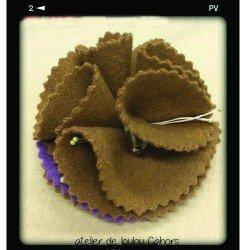 broche violet marron